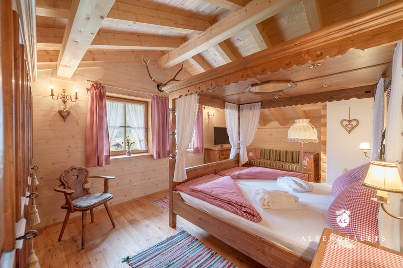 holzchalet bei hoch tz h ttenurlaub in tztal mieten alpen chalets resorts. Black Bedroom Furniture Sets. Home Design Ideas