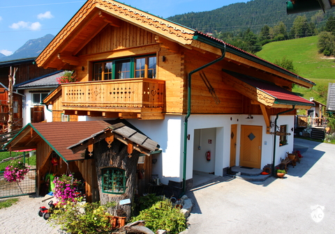 alpen chalets h ttenurlaub in luxus chalets in sterreich. Black Bedroom Furniture Sets. Home Design Ideas